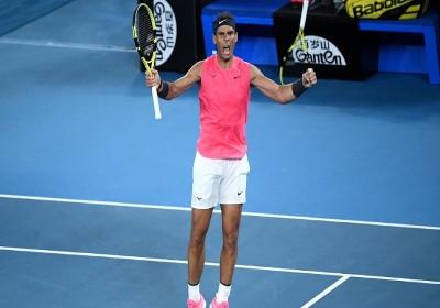 Vente d'articles de tennis : raquettes, cordages, vêtements