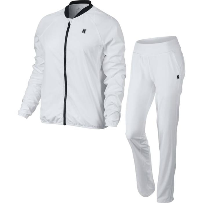 nike jogging ensemble